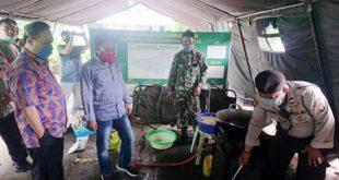 Apresiasi Dapur Umum di Jatiuwung, Ketua DPRD Makan Lesehan Bersama