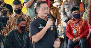 Mensos Juliari P Batubara Serahkan Bantuan Ke Warga Kabupaten Tangerang Terdampak COVID-19