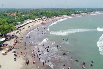 Pantai Anyer Dibuka, Banyak Wisatawan Tak Patuhi Protokol Kesehatan