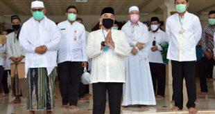 Bupati Tangerang Shalat Jum'at Perdana di Masjid Agung Al-Amzad Dimasa Pandemi Covid-19