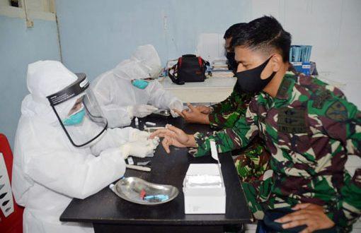 Prajurit TNI Jalani Rapid Test Dalam Program Tentara Masuk Desa di Cilegon