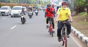 Arief Cek Jalan Rusak Dan Beberapa Fasilitas Publik Sambil Bersepeda