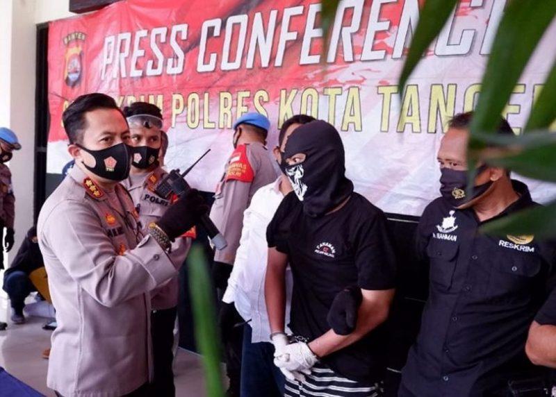 Polisi Bekuk Dua Begal Taksi Online di Cipondoh