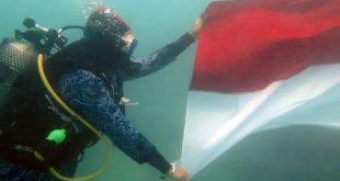 Lanal Banten Gelar Upacara HUT RI ke 75 di Bawah Laut