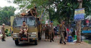 Satpol PP Tangsel Tertibkan Lapak Pedagang Pinggir Jalan di Kawasan Pasar Serpong