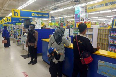 Patroli Nong Jawara Ditsamapta Polda Banten Datangi Pusat Perbelanjaan