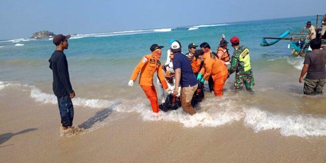 Satu Tewas Dua Selamat, Tiga Warga Pandeglang di Pantai Karang Suraga Cinangka Tergulung Ombak