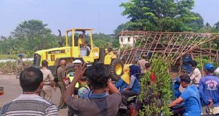 Ratusan Lapak PKL di Jalan Terminal Sentiong Dirobohkan Satpol PP Kabupaten Tangerang