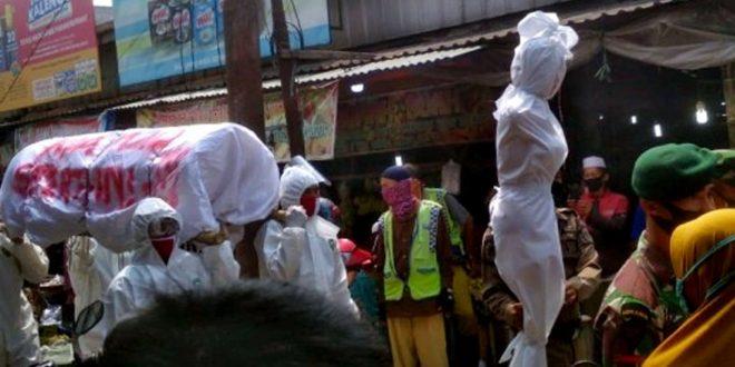 Relawan Pocong Bersama Camat Cikupa Sosialisasikan Penggunaan Masker