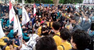 Ratusan Mahasiswa Sampaikan Aspirasi Depan Gedung DPRD Provinsi Banten, Meminta Agar 14 Orang Dibebaskan