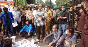 Perwakilan DPRD Temui Mahasiswa di Depan Pemkot Tangerang