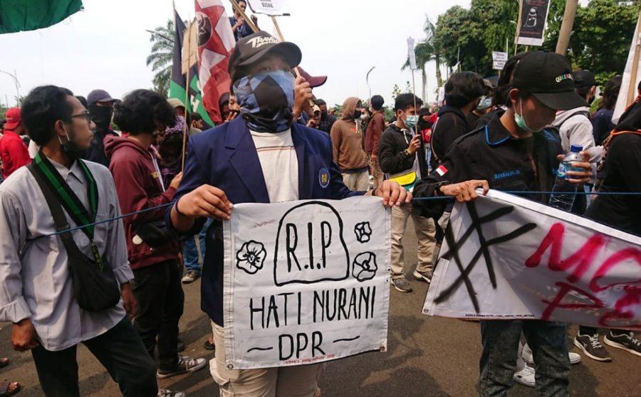 Mahasiswa Mendesak DPRD Kota Tangerang Tolak Omnibus Law