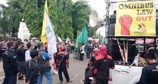 Buruh dan Mahasiswa di Cilegon Demo Minta Omnibus Law Dicabut