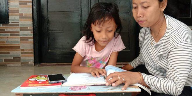 Temani Belajar Daring di Rumah, Orangtua Harus Ekstra Sabar