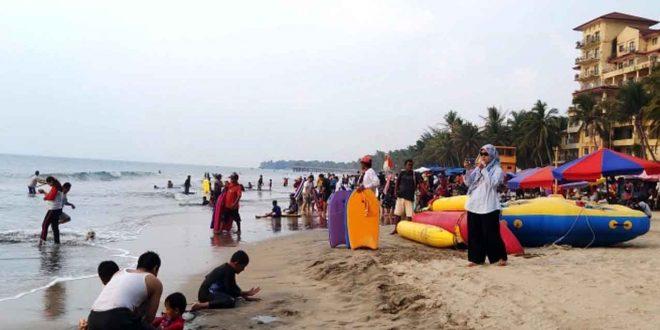 Kunjungan Wisatawan ke Pantai Anyer Serang Kembali Ramai
