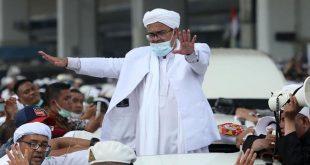 Massa Bentuk Barikade Sambut Habib Rizieq, Petinggi FPI Hadir di Pintu Kedatangan