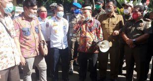 Wakil Ketua DPRD Temui HMI Saat Melakukan Aksi di Depan Gedung Pemkot Tangerang