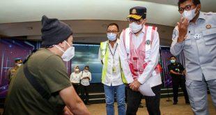 Menhub Budi Karya Temui Keluarga Korban Sriwijaya Air SJ 182 di Bandara Soetta