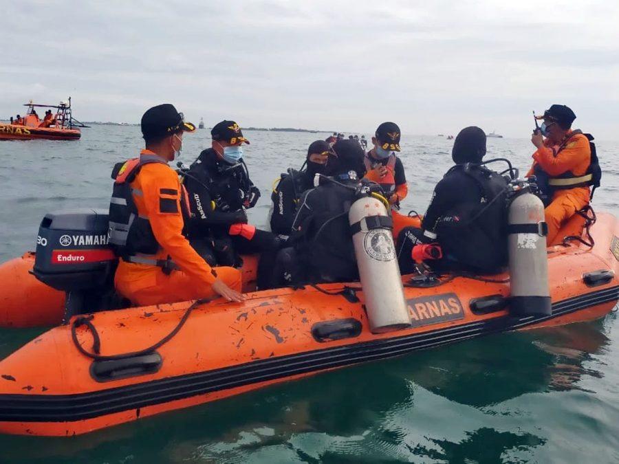 Ratusan Anggota Penyelam Diturunkan Dalam Pencarian Korban dan Pesawat SJ 182