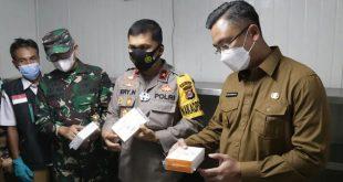 Wagub Banten Tinjau Penyimpanan Vaksin COVID-19 Sinovac