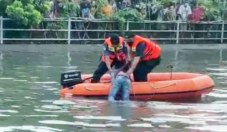 Seorang Bocah Tewas Tenggelam saat Berenang di Waduk Cipondoh Makmur