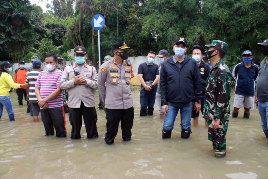 Tinjau Lokasi Banjir, Kapolresta Tangerang Terjunkan Tim Siaga Bencana