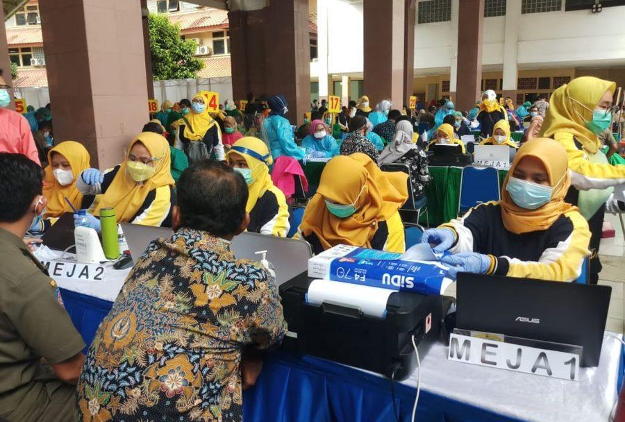 Pemkot Tangerang Vaksinasi Massal 21.833 Petugas Pelayanan Publik