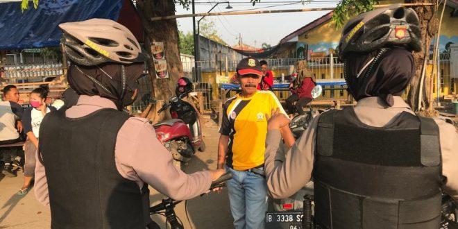 Ditsamapta Polda Banten lakukan Patroli Sepeda Ajak Masyarakat Terapkan Prokes