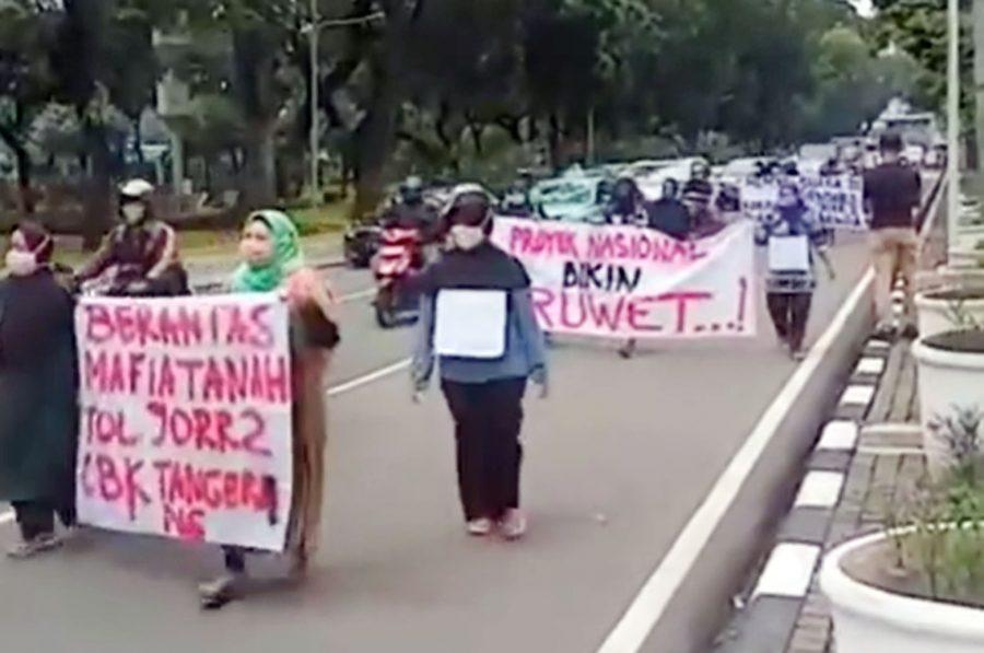 Warga Gusuran Tol JORR II Lakukan Longmarch ke Istana Negara untuk Bertemu Presiden Jokowi