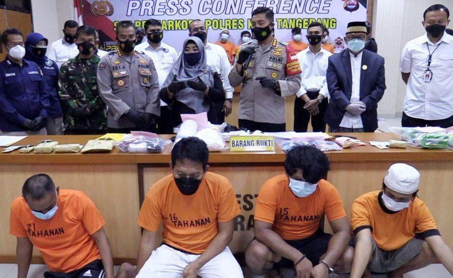 Polresta Tangerang Tangkap Oknum Kades Sentul Saat Pesta Sabu di Rumahnya