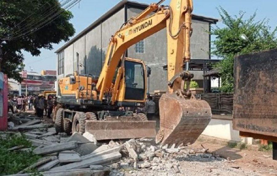 Tembok Beton Penutup Akses Rumah Warga Ciledug Akhirnya Dirobohkan