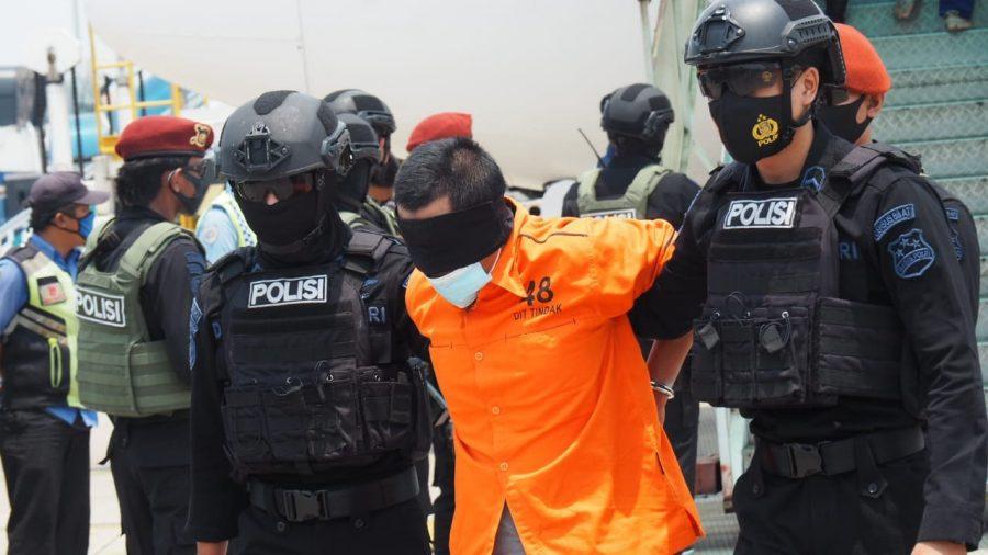 Tim Densus Bawa 22 Terduga Teroris Hasil Operasi Penangkapan di Jatim ke Jakarta