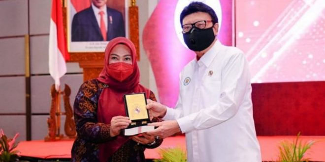 Bupati Irna Melakukan Penandatanganan Komitmen MPP di Hadapan Menpan-RB