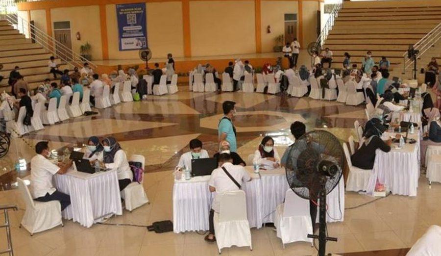 Pemprov Banten Lakukan Vaksinasi Covid-19 untuk Staf Pelayanan Publik