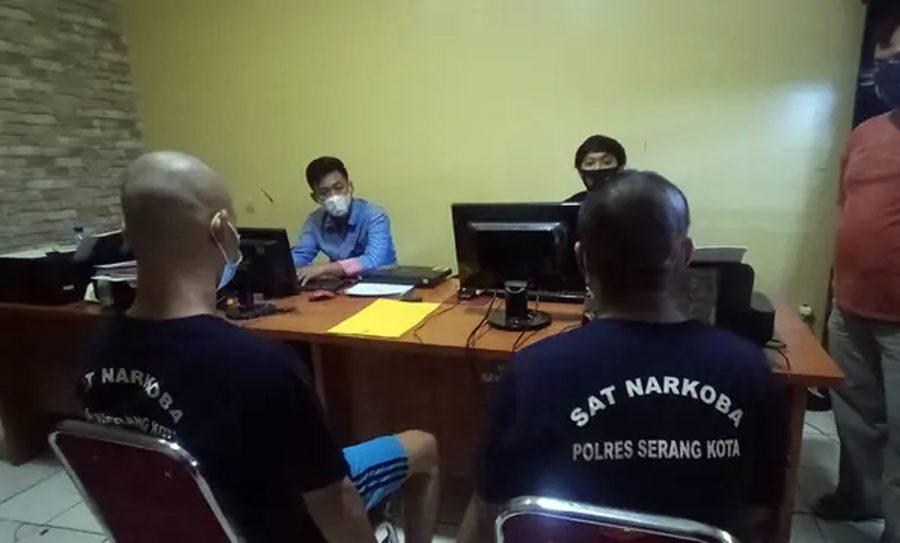 Polisi Tangkap Dua Tukang Ojek Menyambi Jualan Sabu di Kota Serang