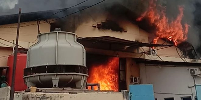 Gudang Pabrik Perabotan Rumah di Dadap Kosambi Ludes Dilalap Api