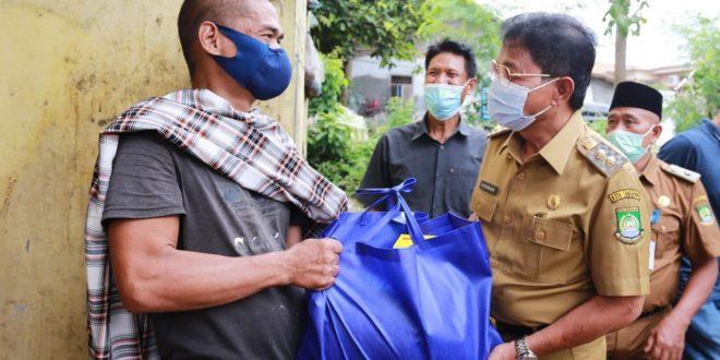 Pemkot Tangerang Berikan Sembako Kepada Warga Disabilitas