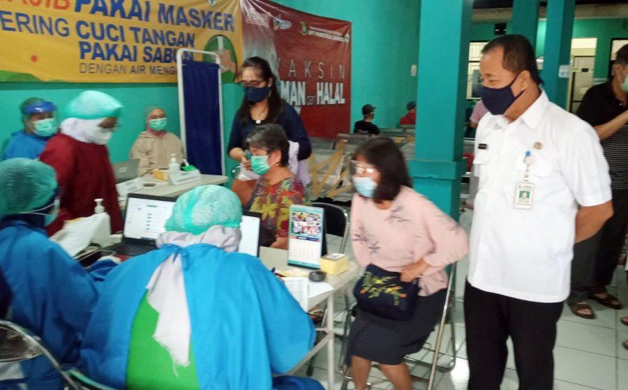 60 Warga Lansia Kelapa Indah Lakukan Vaksinasi Covid-19 di Puskesmas Cikokol