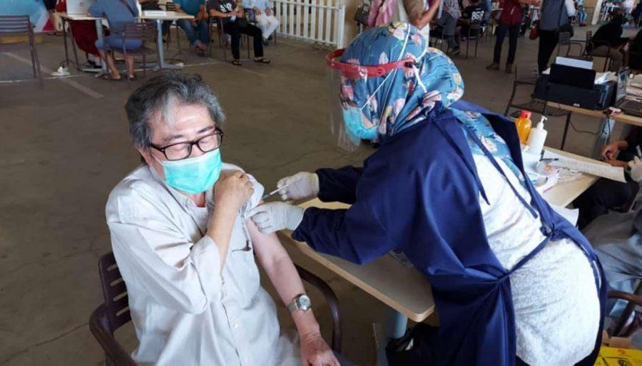 Pemkab Tangerang Lakukan Vaksinasi kepada Pedagang Pasar dan Pegawai Mall