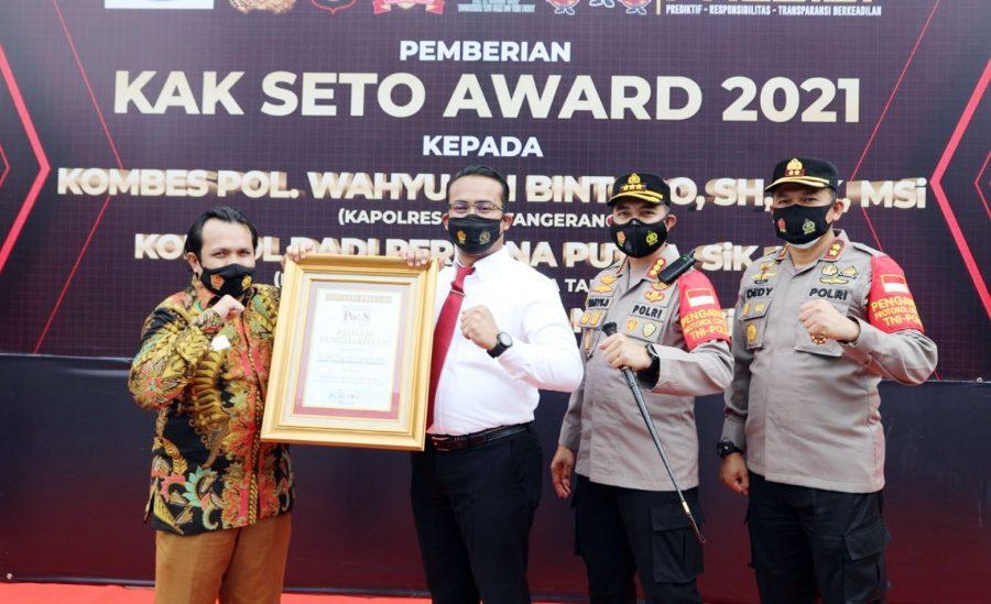 Ungkap Kasus Narkoba, Kapolresta dan Kasat Narkoba Diganjar Penghargaan Polisi Selebriti Indonesia