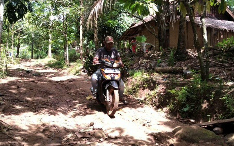 Warga Kampung Banyuasih Pandeglang Terisolir, Tak Rela Ada Pengerukan Batu