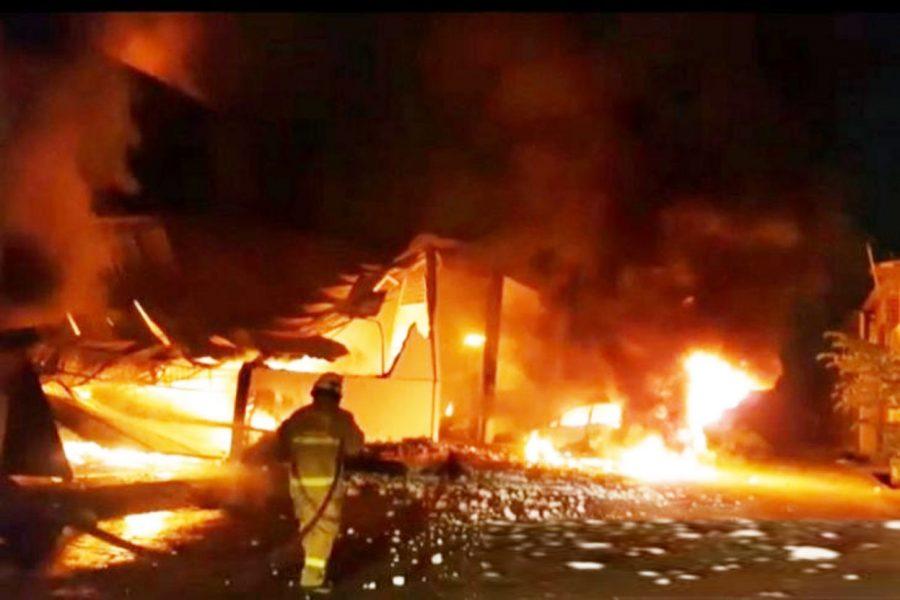 5 Gudang Penyimpanan Barang di Kosambi Tangerang Ludes Terbakar