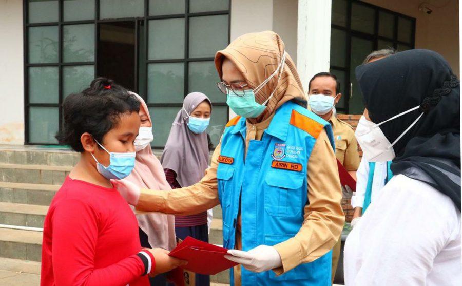 Walikota Tangsel Lepas 65 Pasien Sembuh Covid-19 yang Sembuh dari RLC Ciater