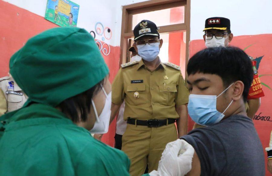 Wakil Walikota Tinjau Pelaksanaan Vaksinasi Pelaku UMKM dan PKL di Cipondoh