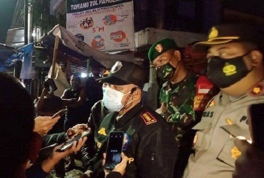 Tim Gabungan Bubarkan Kerumunan Bazar Ilegal di Tomang Tol Pamulang