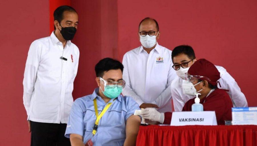 Presiden Jokowi Tinjau Pelaksanaan Perdana Vaksinasi Covid-19 Gotong Royong