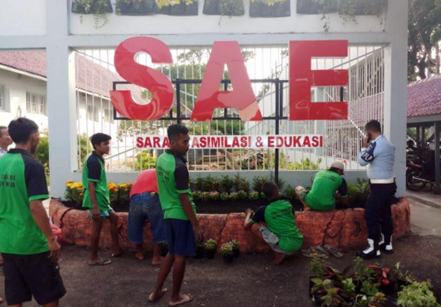 Warga Binaan Lapas Pemuda Kelas IIA Tangerang Buat Neon Box Bertuliskan SAE