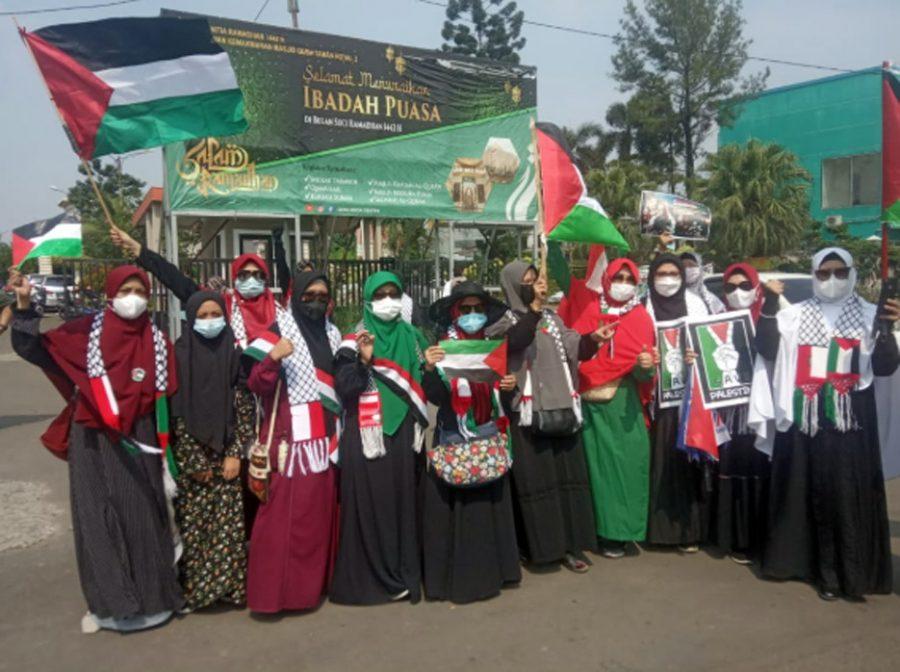 Ratusan Warga Cipondoh Gelar Aksi Flashmob Bentuk Dukungan Moril untuk Palestina