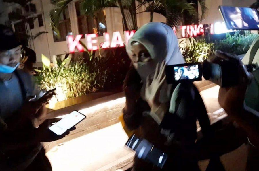 Kadinkes Banten Ati Pramudji Hastuti Bungkam Usai Diperiksa Kejati