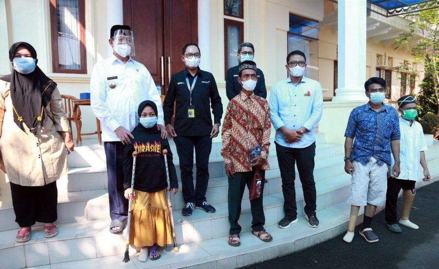 Gubernur Banten Serahkan Bantuan Kaki Palsu dari PT AP II untuk Penyandang Disabilitas